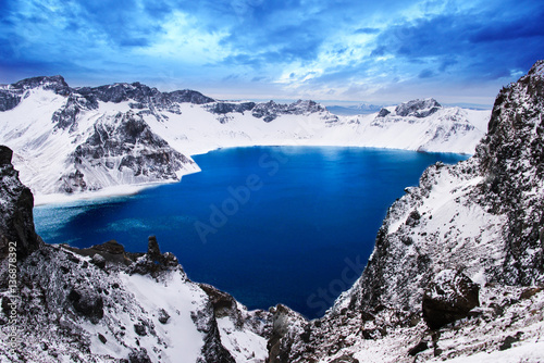 Foto auf Leinwand Gebirge The beautiful lake in the winter of Chang Bai Mount, Jilin provi