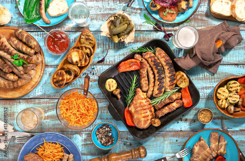 Fotografía  Variety of food grilled on wooden table, top view