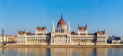 Tuinposter Boedapest The Hungarian Parliament on river Danube in Budapest