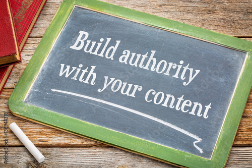 Fotografía  Build authority with your content