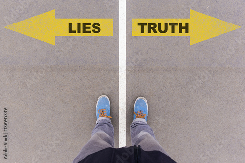 Fotomural Lies vs truth text arrows on asphalt ground, feet and shoes on f