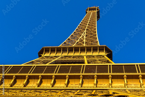 Photo  Eiffel Tower view from Champ de Mars. Paris, France