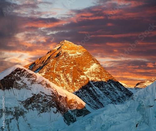 Spoed Fotobehang Baksteen Evening colored view of Mount Everest from Kala Patthar
