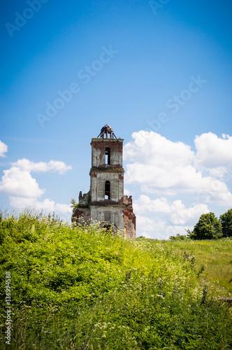 Foto op Plexiglas Historisch geb. Old ruined church in a green grass.