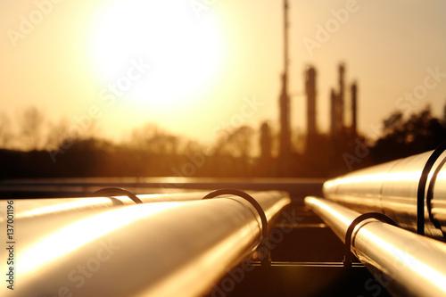 rury-w-rafinerii-ropy-naftowej