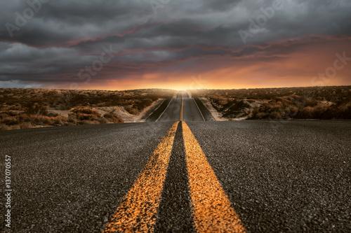 Foto Straße über Hügel