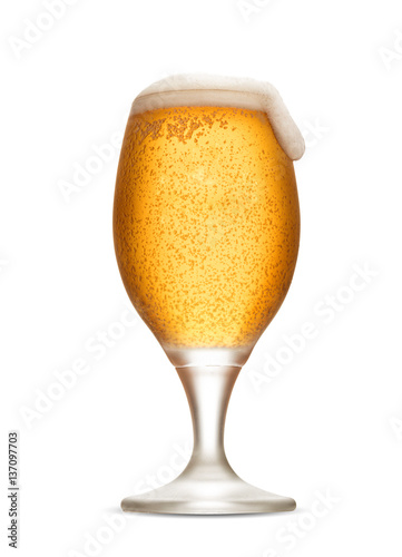 szklanka-piwa-bez-swiezych-kul-z-pianka