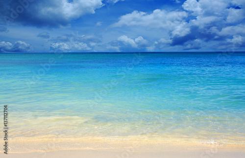 Zdjęcie XXL Morze Karaibskie i niebieskie niebo.