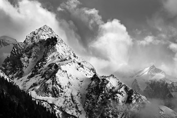 Obraz na SzkleBlack and white picture of snowy mountain peak
