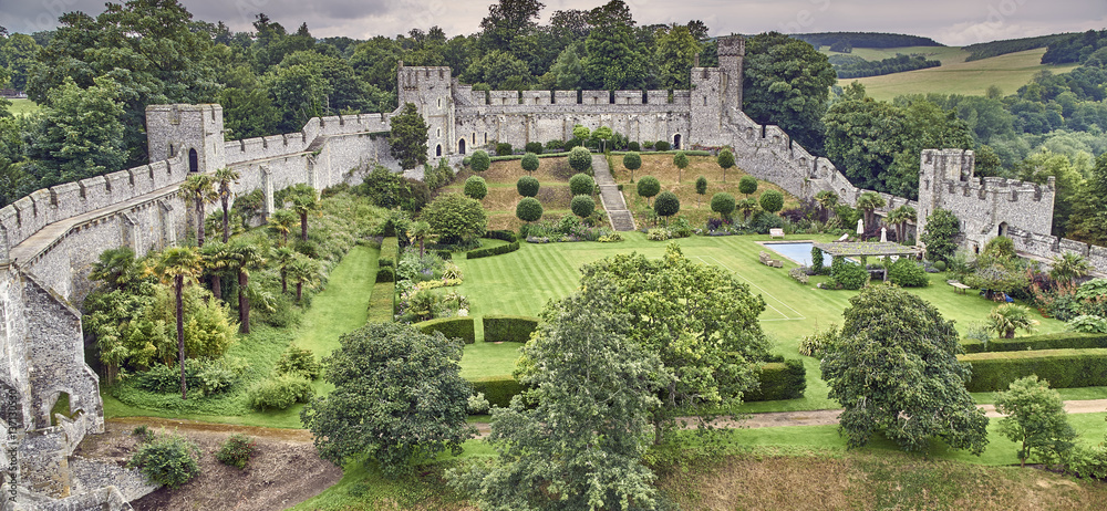 Fototapety, obrazy: An English castle and grounds from above