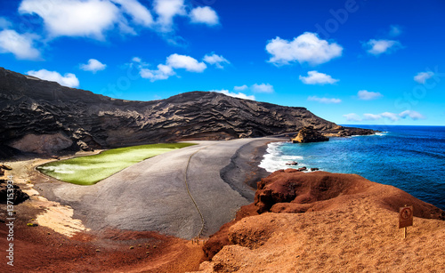 Tuinposter Canarische Eilanden View into a volcanic crater with its green lake near El Golfo, Lanzarote island, Spain