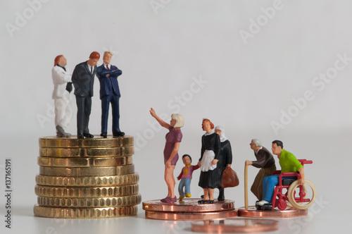Fotografía  Menschen, Münzen, Einkommensunterschiede