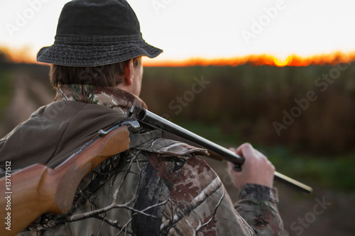 Foto op Canvas Jacht Hunter with rifle over his shoulder