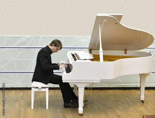 Fotografie, Obraz  Inspiration. Pianist plays fast music