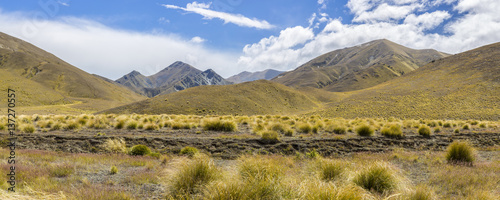 Αφίσα Panorama of the tussock and mountains through Lindis Pass, an Alpine Pass in the