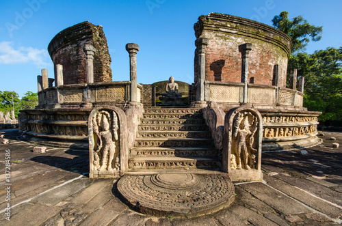 Canvas Print Ancient City of Polonnaruwa, Vatadage (Circular Relic House) in Polonnaruwa Quad