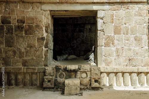 Poster Ruine step of entry to a room with the mask of the Mayan god Chaac in the palace of the masks or Codz Poop in the archaeological kabah enclosure in Yucatan, Mexico.