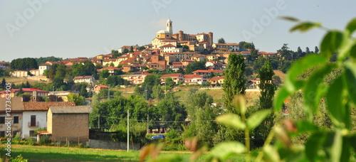 Photo Blick auf das malerische Asti im Piemont
