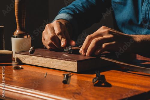 Fotografie, Obraz  Cuciture guinzaglio in cuio