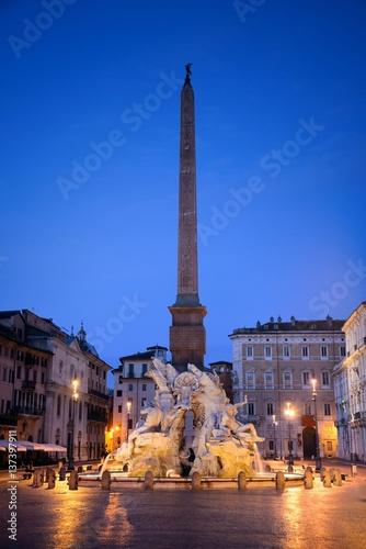 piazza-navona-plac-w-rzymie-polozony-w-rione-parione-zdjecie-wykonane-w-nocy