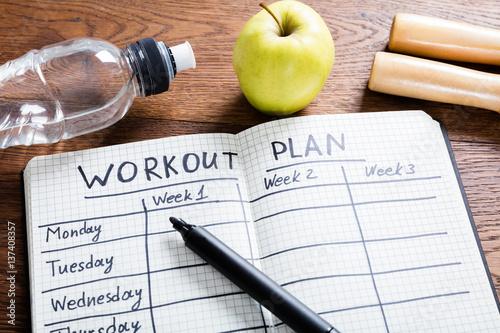 Foto op Canvas Kruidenierswinkel Workout Plan In Notebook