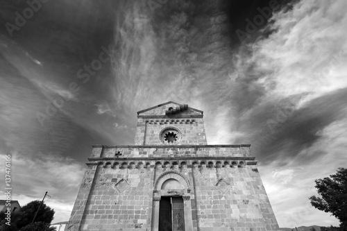 Fotografie, Obraz  Chiesa Romanica di Tratalias (CI) ripresa dal basso con sfondo cielo e nuvole -
