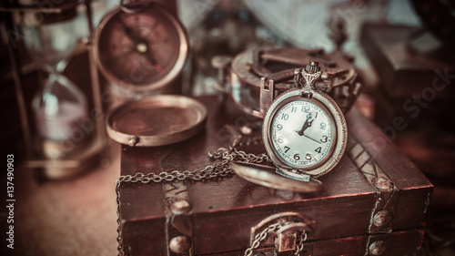 Antique compass old collection on a wooden treasure box in vintage style image Canvas-taulu