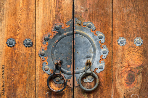 Photo  Close up of a door in Bukchon village in Seoul