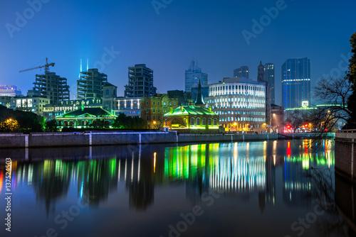 Foto op Plexiglas Japan River And Modern Buildings Against Sky at night.