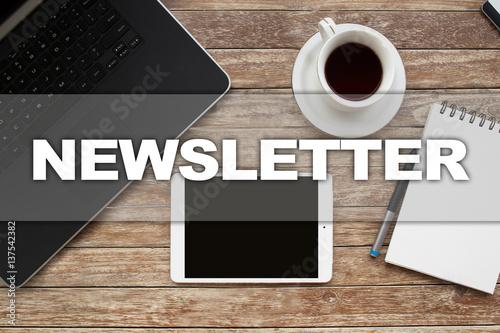 Fotografía  Tablet on desktop with newsletter text.