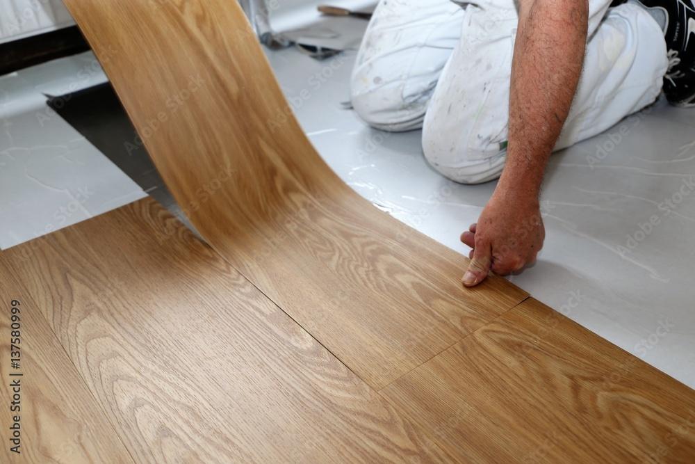 Fototapeta Ein PVC-Boden wird verlegt