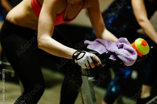 Foto op Plexiglas Fietsen cycling indoors workout