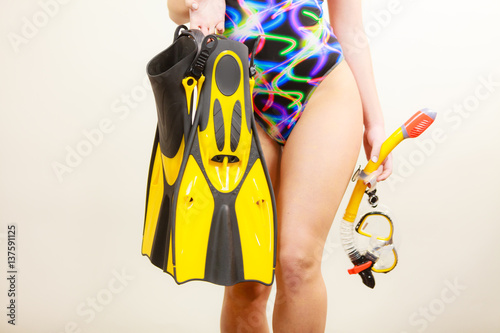 Fotografia  Woman with flippers and snorkeling mask