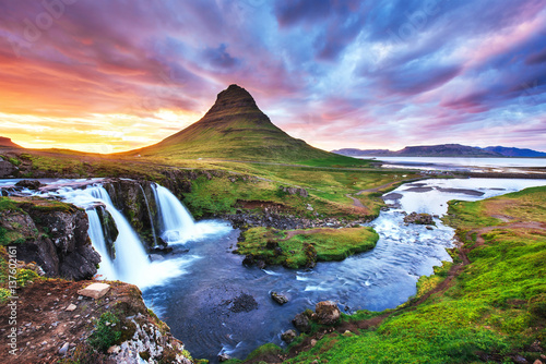 Poster Aurore polaire The picturesque sunset over landscapes and waterfalls. Kirkjufel