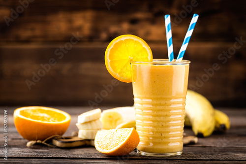 Foto auf AluDibond Milch / Milchshake orange smoothie, healthy eating, superfood