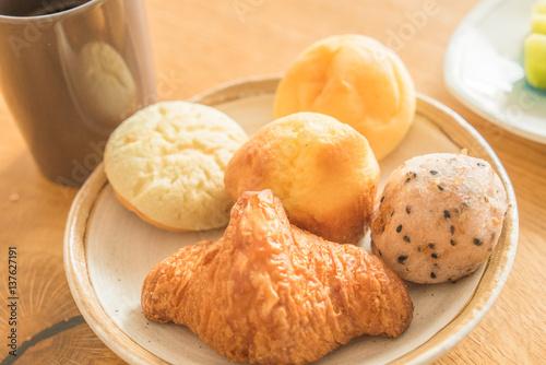 Fotografie, Obraz  朝食の色々なパン