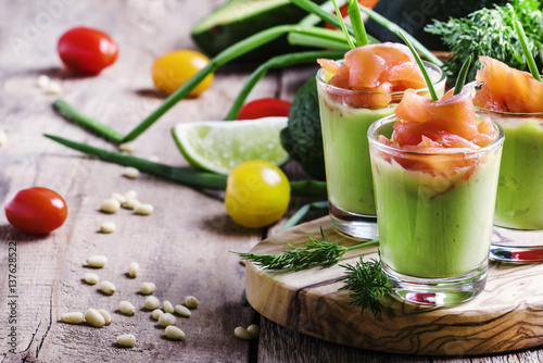 Poster de jardin Entree Appetizer with salted salmon and avocado with green onion, selective focus