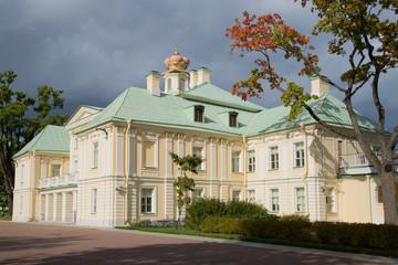Fototapeta na wymiar Grand Menshikov Palace in the afternoon under stormy skies. Oranienbaum
