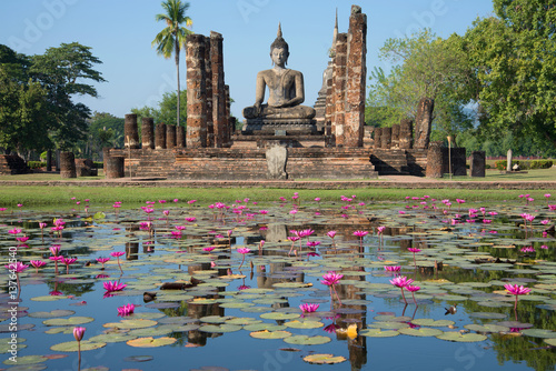 Fotografie, Obraz  Water landscape with ruins of the ancient Buddhist temple of Wat Chana Songkram