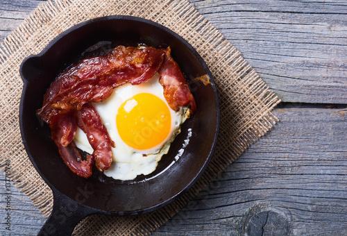 Deurstickers Gebakken Eieren pan with fried eggs