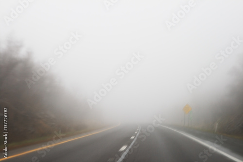 Photo foggy highway