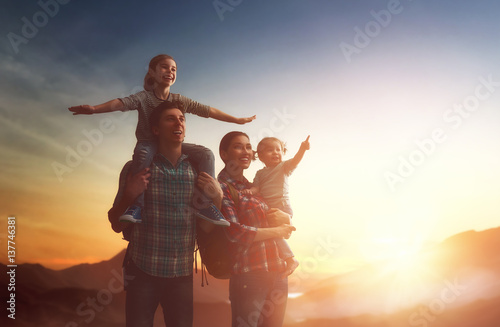 Photo  family at sunset