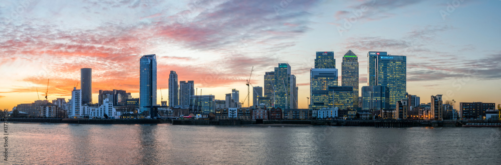 Fototapety, obrazy: Panorama of Isle of Dogs and Canary Wharf in London at sunset