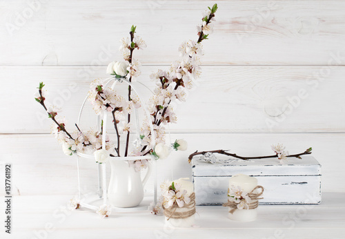 Motiv-Klemmrollo - Apricot flowers with candle and old casket in Shabby Chic style (von julia_arda)