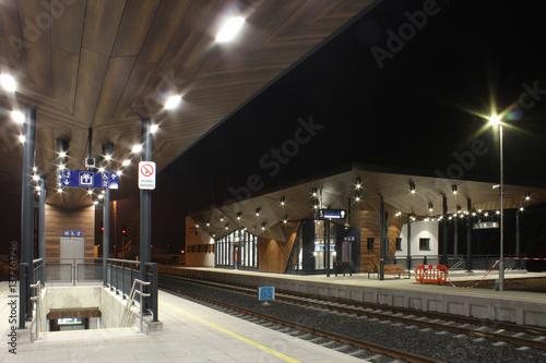 Foto auf AluDibond Bahnhof Night railway station,