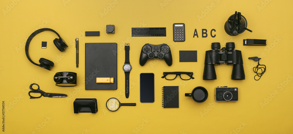 Fototapety, obrazy: social media concept header image on yellow