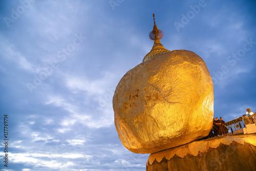Obraz na płótnie Kyaiktiyo Pagoda or Golden rock in Myanmar