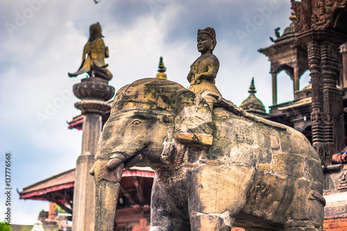 Papiers peints Paris August 19, 2014 - Elephant statue in Patan, Nepal