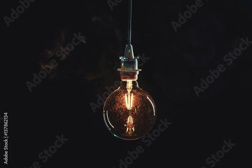 Vintage edison lightbulb on dark background Fototapet