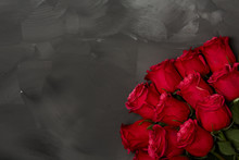 Composition Of Red Roses On Dark Grey Background. Romantic Shabby Chic Decor. Top View. Love Concept. Valentines Day Card With Red Hearts On Black Background With Copyspace For Greeting Text